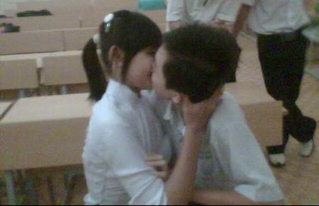 Hiện nay, trẻ ngày càng có xu hướng yêu sớm hơn.