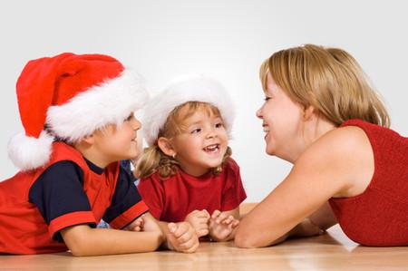 Trò chuyện thường xuyên với con có thể giúp trẻ vượt qua tật nói lắp.