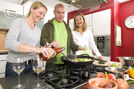 Các hợp chất có trong chảo chống dính và bao bì thực phẩm khiến phụ nữ già đi nhanh hơn.