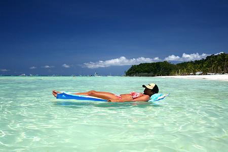 Tắm nắng để hấp thu vitamin D cũng tiềm ẩn nguy cơ với sức khỏe