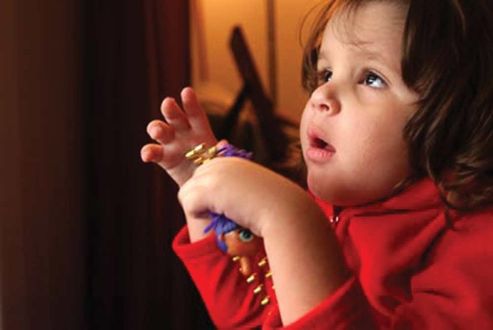 Trẻ tự kỷ thường khó khăn về ngôn ngữ và giao tiếp xã hội