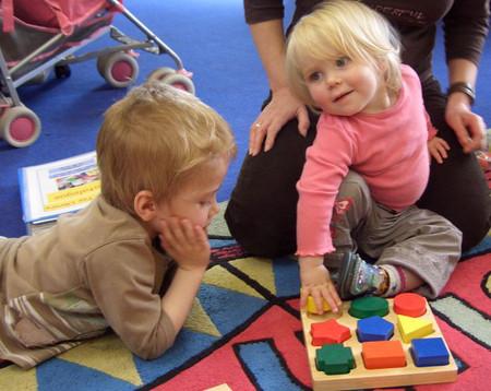 Đồ chơi luyện trí thông minh cho trẻ rất hữu ích