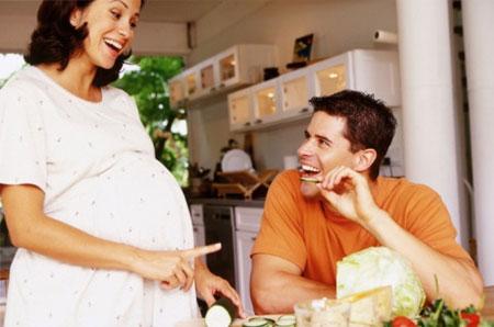 Mẹ bầu nên tìm cách vượt qua những khó chịu trong thai kỳ để luôn giữ được sự thoải mái, vui tươi và khỏe mạnh