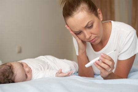 Trẻ dễ bị mất nước khi bị sốt