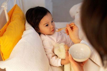 Cần chăm sóc bé chu đáo khi có dấu hiệu viêm đường hô hấp