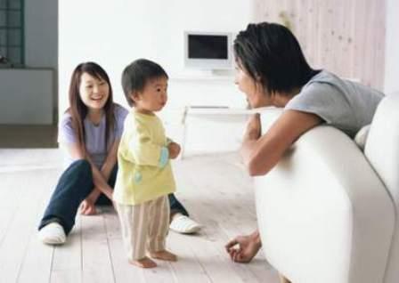 Bạn có thể dễ dàng kiểm tra thính lực cho trẻ, hãy kiểm tra thật sớm với trẻ có dấu hiệu chậm nói