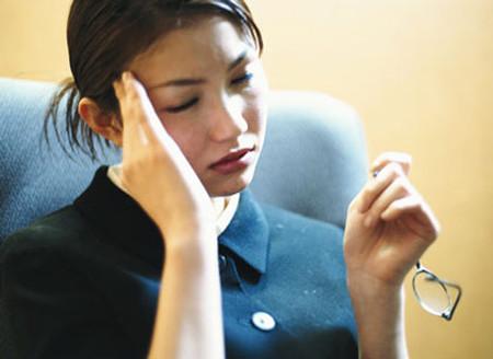 Người bệnh đau nửa đầu không nên làm công việc phải suy nghĩ nhiều.