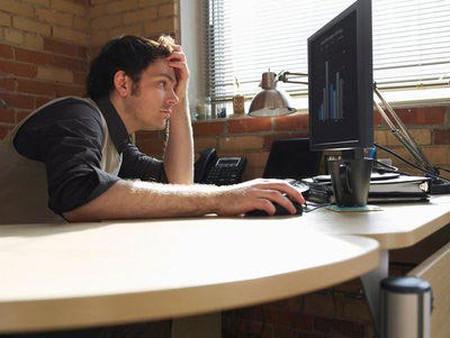 Làm việc nhiều với máy tính sẽ bị đau mỏi tay