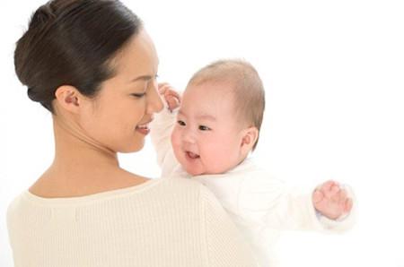 Hãy kết nối với bé thật nhiều để bé cảm nhận được tình yêu của bạn