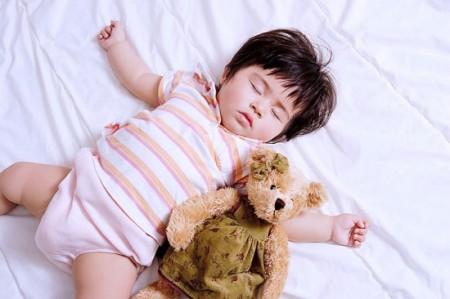 Đệm sạch sẽ và không có mùi hôi giúp vỗ về yên giấc ngủ cho bé
