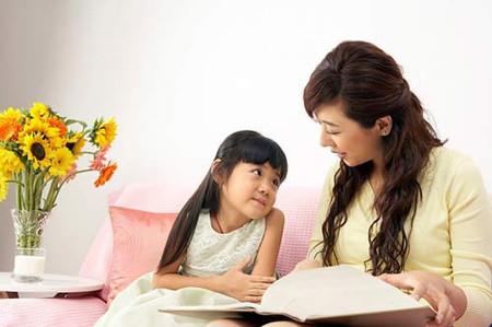 """Những thắc mắc của trẻ đôi khi cũng khiến phụ huynh phải """"bí"""""""