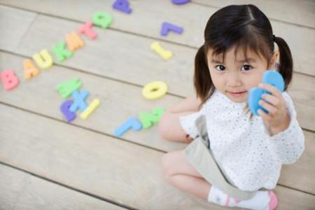 Ở tuổi mẫu giáo, bé có thể dễ dàng làm quen với các con số