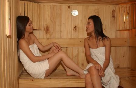 Khi mang bầu, bạn đừng nên tắm hơi hay tắm suối nước nóng