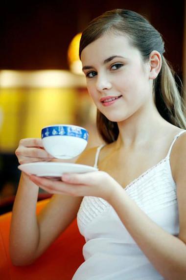 Trà có nhiều tác dụng hữu ích nhưng cũng không nên uống quá nhiều và quá đặc