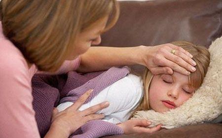 Cần chăm sóc bé đúng cách khi bị sốt