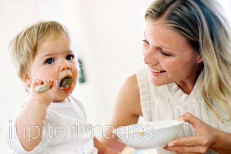 Để bữa ăn của bé được hoàn hảo mẹ cũng cần phải nêm gia vị đúng, đủ