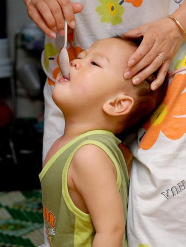 Sặc cháo khi ăn là một tai nạn dị vật đường thở hay gặp ở trẻ em.