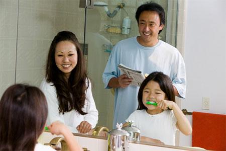 Tập thói quen đánh răng cho trẻ cần kiên trì, nhẫn nại