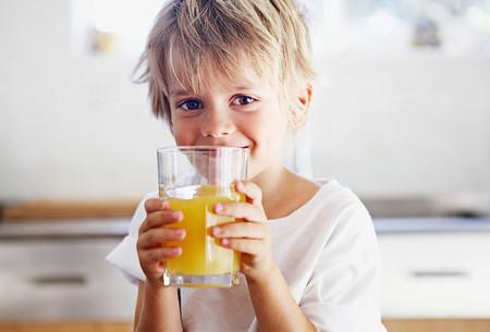 Cung cấp nước uống có giá trị dinh dưỡng cho trẻ.