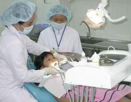 Có một số trẻ cần được điều trị chỉnh hình răng ngay từ sớm