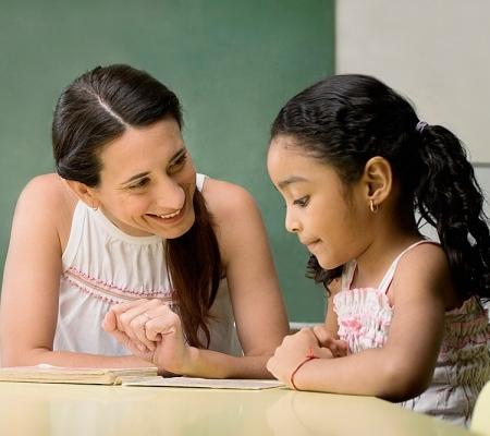 Trẻ cần có được sự giúp đỡ của cha mẹ để vượt qua được những lời trọc ghẹo của