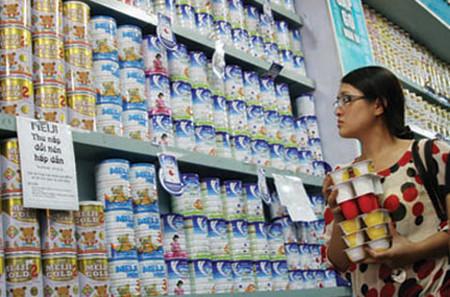 Nhiều phụ huynh lo lắng với sữa bị nhiễm phóng xạ