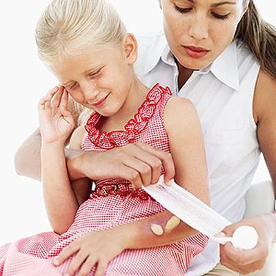 Sơ cứu nhanh chóng và đúng cách là rất cần thiết để đảm bảo an toàn cho trẻ và hiệu quả điều trị sau này.