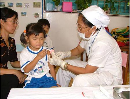 Tiêm chủng là biện pháp hữu hiệu phòng bệnh ho gà.