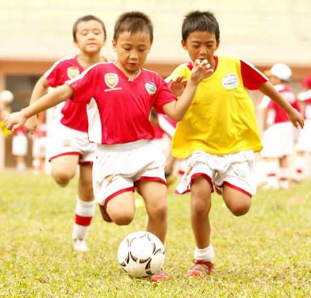 Trẻ năng vận động sẽ nâng cao thể chất và tránh được chứng thừa cân béo phì.