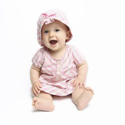 Từ tháng thứ 6 hoặc thứ 7 bé có thể bắt đầu tập ngồi