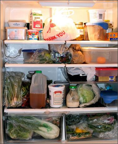 Cần chú ý gói riêng mỗi loại thực phẩm trước khi cho vào tủ lạnh. Không nên chồng chất qúa nhiều thực phẩm lên nhau làm giảm độ lạnh của tủ.