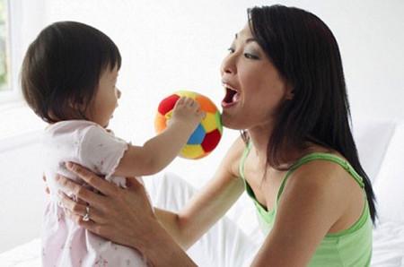 Người lớn tuyệt đối không nên nói theo những từ mà trẻ phát âm sai.