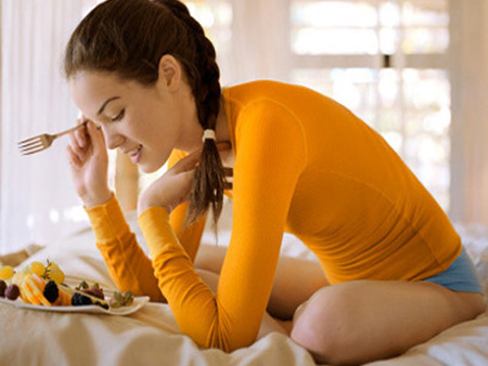 Cần hạn chế thức ăn nhiều dầu mỡ gây khó tiêu.