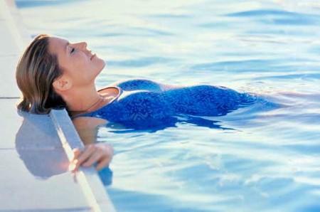 Bơi lội là môn thể thao rất phù hợp cho chị em mang thai
