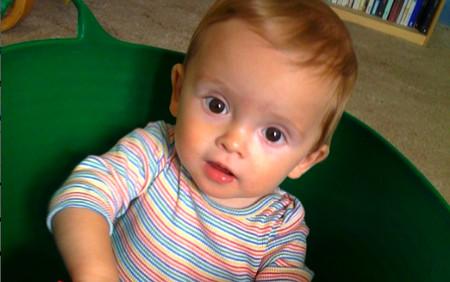 Bé 10 tháng tuổi