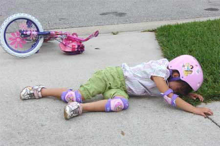 Khi trẻ bị ngã dập đầu, cha mẹ cần theo dõi, kịp thời đưa con đến bệnh việc nếu hậu quả nghiêm trọng