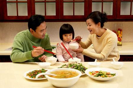 Ảnh Hãy thường xuyên thay đổi món ăn cho trẻ và chế biến từ nhiều nguồn thực phẩm khác nhau.