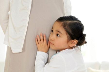Việc chuẩn bị tâm lý cho trẻ đón em bé là luôn cần thiết