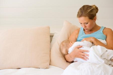 Các bà mẹ không nên quá lo lắng vì ảnh hưởng của thuốc tới con.