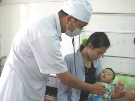 Số trẻ mắc bệnh chân tay miệng đầu năm nay tăng cao so với cùng kỳ năm ngoái