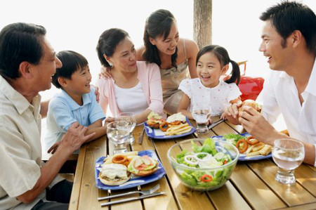 Cần duy trì không khí vui vẻ, hạnh phúc cho bữa cơm gia đình