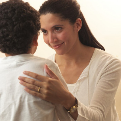 Cha mẹ cần dũng cảm xin lỗi con cái khi mình mắc sai lầm