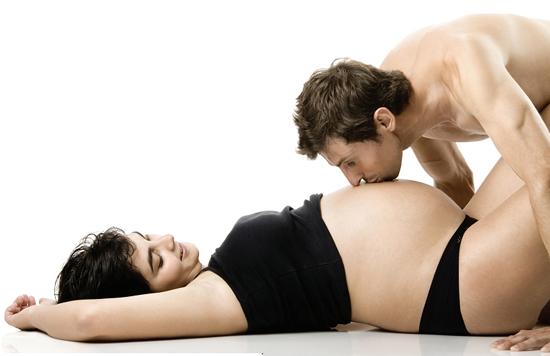 """Mẹ bầu có tiền sử sảy thai nên kiêng khem """"sex""""."""