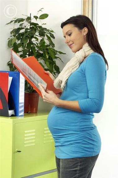 Khi mang thai, bạn sẽ gặp khó khăn hơn trong quá trình làm việc.
