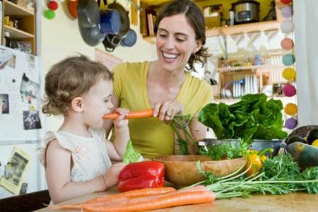 Tùy vào từng giai đoạn phát triển của trẻ mà cha mẹ chọn thực phẩm cho con.