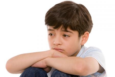 Trẻ Asperger thường cảm thấy lo lắng, trầm cảm, rối loạn phản kháng.