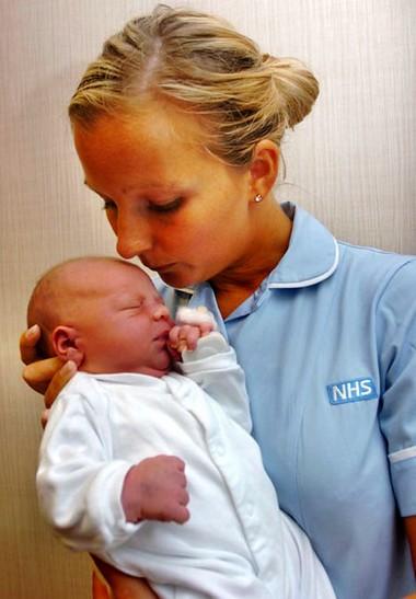 Nếu được điều trị kịp thời và đúng cách sau khi chào đời thì đôi mắt của bé sẽ không bị đe dọa bởi bệnh lậu của người mẹ