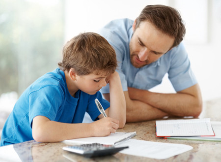 Kỳ vọng vào điểm số, bố mẹ đẩy gánh nặng cho con