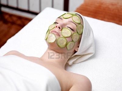 Hãy đắp mặt nạ hoa quả lạnh để giảm nhiệt cho bà bầu