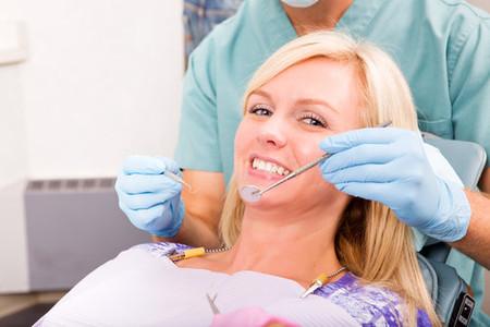 Cần đến gặp nha sĩ trước khi bạn mang thai và nhớ đánh răng mỗi ngày.